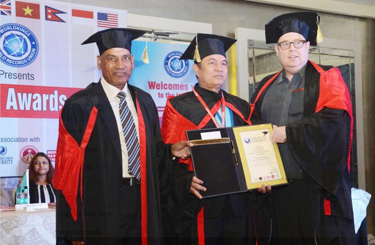 Tiến sĩ Nguyễn Bá Nho vinh dự nhận bằng tiến sĩ danh dự tại Ấn Độ cùng đại biểu 23 nước